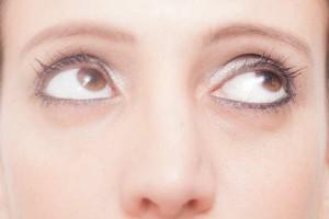 お悩み別!印象をガラッと変えるトレンド『眉』のメイクテク