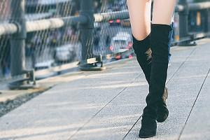 人前で脱ぐのが恥ずかしい!ブーツのムレ&臭い対策