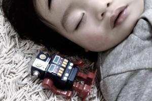 たくさん寝れば将来うつ病のリスクが下がる?子どもの深刻な睡眠問題