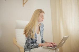 ママのキャリアアップが叶う、注目のオンライン学習サイト3選