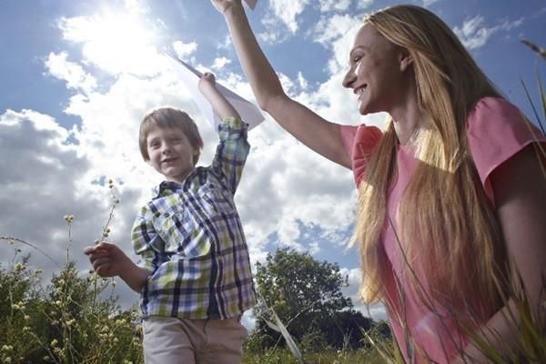 子どもの『左利き』はステキな個性!利き手を直すことがNGな理由とは?