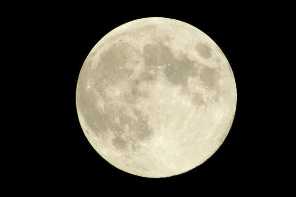 満月の日は出産が多い?『月の満ち欠け』の影響の真偽とは