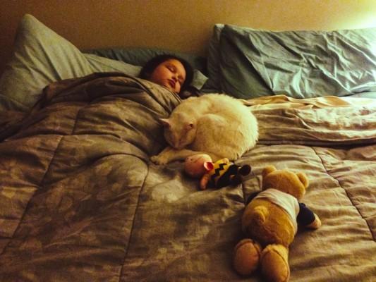 どうして子どもって寝相が悪いの?原因と対策法