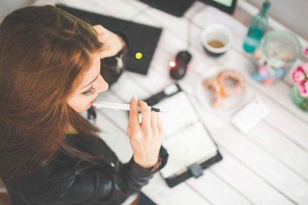 仕事や家庭で活用できる!育休&産休中に人気の資格TOP3
