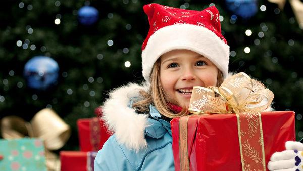 サンタになりきるセンスが必要!? クリスマスプレゼントの渡し方