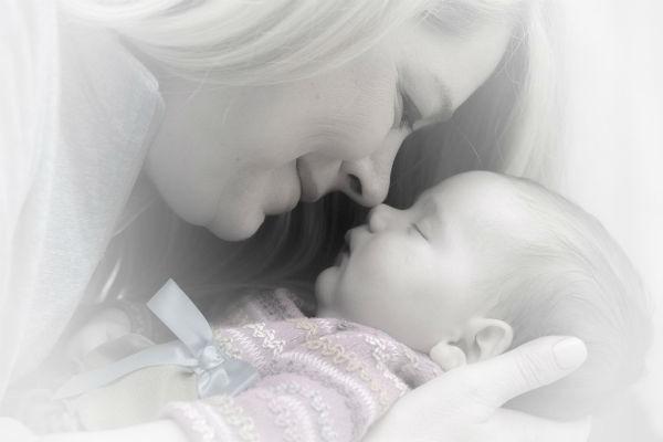 心配しないで!赤ちゃんの絶壁頭はママの一工夫で治せることも