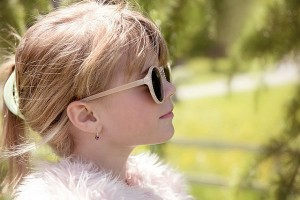 春でも油断はできない?子どもの目の紫外線対策法