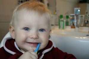 仕上げ磨きに効果的!子ども用『電動歯ブラシ』を使うときのポイント