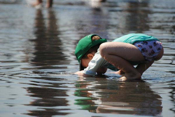 思わぬ場所での事故も…夏の外出時は子どもの『やけど』に注意!