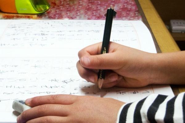 我が家で実践!作文や絵日記が見違えるようにうまくなる3つのステップ