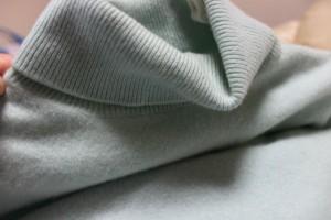 伸び・縮みしたセーターを元通りに!家庭でできるセーターのトラブル対処法