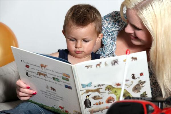 """読み聞かせは""""心の脳""""を育てる!子どもの興味を引き出す絵本の選び方"""