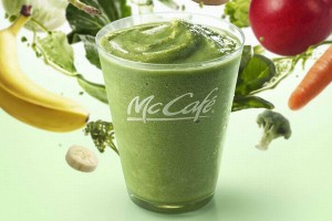 あのマックから12種類の野菜とフルーツを摂取できる『グリーンスムージー』が新登場!