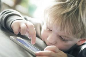Twitterで話題!子どものスマホ依存症を一瞬で治す方法