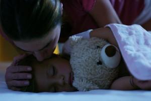 夜の仕事をしているシングルマザー、子どもの預け先はどうしてる?