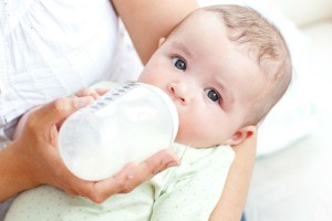 粉ミルク派ママのお悩み解決!ミルクを早く冷ます裏技5つ