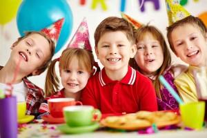 『フィンガーフード』が断然おすすめ!子どもと一緒の持ち寄りパーティレシピ8選