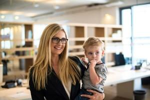 生き生きと働くママの姿は、子どもに『好影響』を与えることが米・研究で判明!