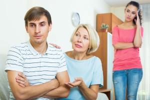 """もう限界!""""姑が原因""""で離婚したいけどそんなのアリなの?"""