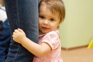 生後9か月の赤ちゃんの人見知りは葛藤だった!?原因と対処法とは