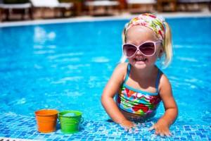子どものプールはいつからOK?デビューの前に知っておくべきこと