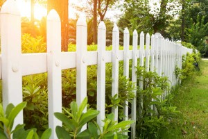 どうする?お隣さんとの距離!おしゃれな『ガーデンフェンス』でお悩み解消
