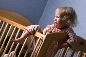 夜寝ないのは昼寝が影響していた!?子どもの寝付きを良くするコツ