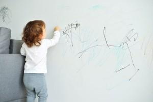 お部屋を簡単プチリフォーム!貼ってはがせる『壁デコシール』が良い!