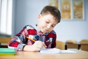 自分ですすんで勉強する子どもに育てるためには、幼少期の○○が大事!