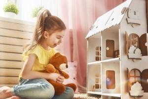 目からウロコ!マネしたいママたちの『簡単手作りドールハウス』のアイデア