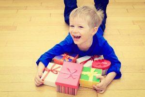 プレゼント選びに悩むママ必見!3歳の男の子にピッタリのプレゼントはコレ!