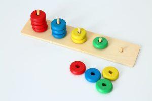 【子どもの年齢別】プレゼントにもおすすめの知育玩具13選