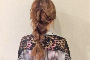 くるりんぱとねじり編みで作る簡単ヘアアレンジでおしゃれヘアをゲット!