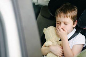 子どもの乗り物酔い、克服するにはどうする?メカニズムと予防法
