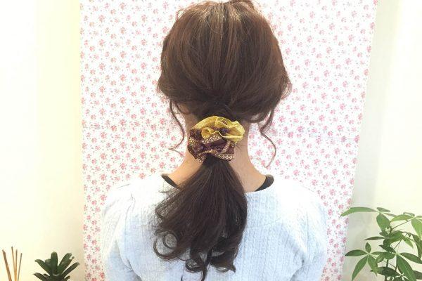 ボリュームのあるシュシュがポイント☆首元すっきり三つ編みポニーテールアレンジ