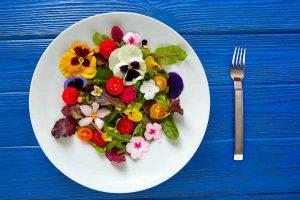 盛り付けるだけでインスタ映え!食べられるお花『エディブルフラワー』って?