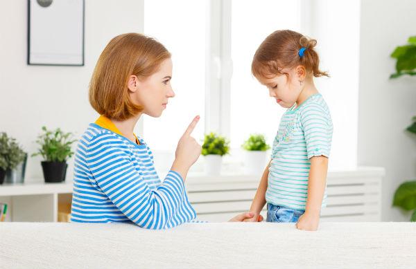 叱り方を誤ると損害賠償にも!?よその子ども、どう叱るべき?