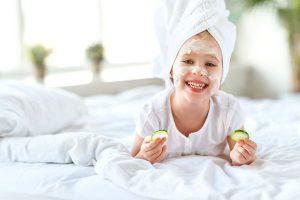 ちゃんと正しくケアしてる?知っておきたい冬場の子どもの乾燥肌を防ぐ方法