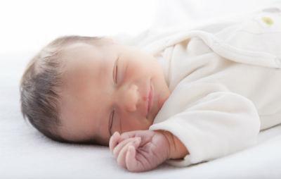 赤ちゃんの浅い眠りと脳の発達
