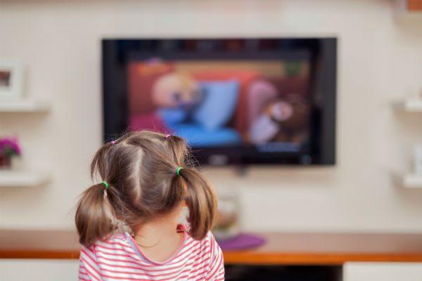 見せすぎは子どもの幸福度に影響が!『テレビ』との正しい付き合い方とは?