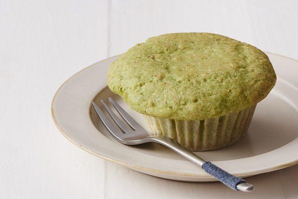野菜が苦手な子どもにも!『小松菜グリーンカップケーキ』レシピ【白砂糖不使用のやせるおやつvol.11】