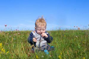 早い子は1歳から花粉症に!?0歳からできる花粉症対策ポイント4つ
