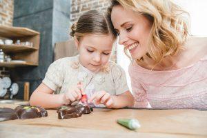 おいしくて超簡単!バレンタインに子どもと作りたい市販の手作りキット6選