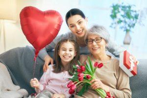 旅行?食事?プレゼント?親の還暦祝いは何にする?ママたちの声を紹介