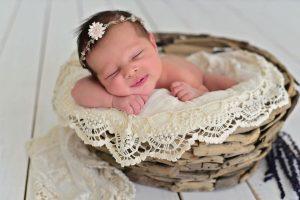 赤ちゃんの可愛さを永遠に!『ニューボーンフォト』の撮り方と注意点