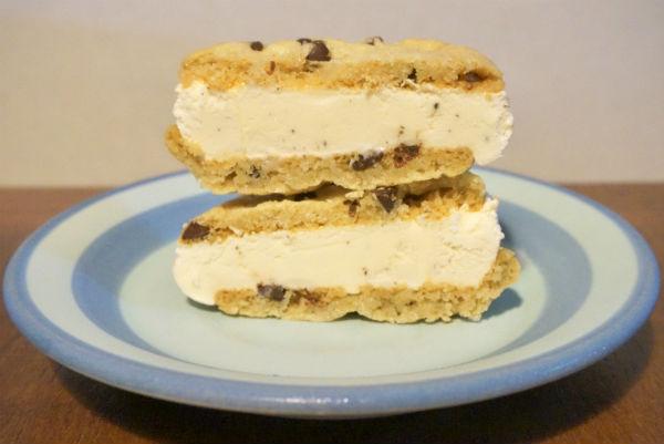 スリーツインズアイスクリーム『バニラ ビーン アイスクリーム サンドウィッチ』