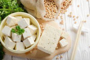 【離乳食初期】『豆腐』はいつからOK?量や与え方のポイント