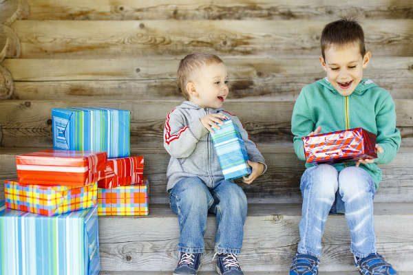 子どもの誕生日会やパーティーでプレゼントの持ち寄り!選び方のコツとは?【予算500円程度 男の子向け】