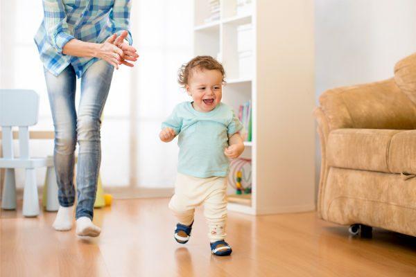 赤ちゃんが履くファーストシューズの選び方【室内で履くおすすめ4選】